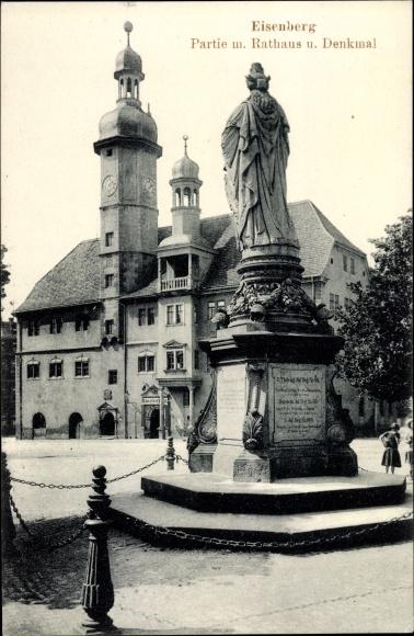Ak Eisenberg in Thüringen, Partie mit Rathaus und Denkmal 0