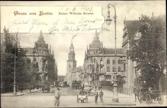 Ak Berlin Mitte, Partie an der Kaiser Wilhelm Straße, Pferdekutschen, Häuser, Fußgänger