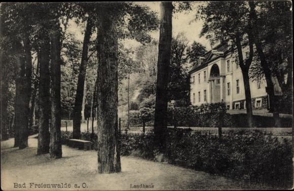 Ak Bad Freienwalde an der Oder, Landhaus, Außenansicht, Bäume