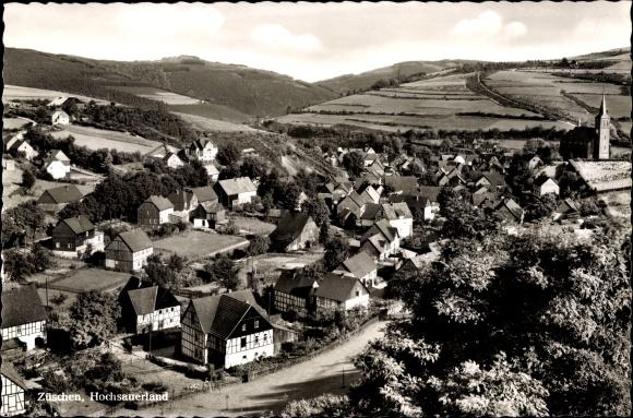 Ak Züschen Winterberg im Sauerland, Kirche, Fachwerkhäuser, Panorama vom Ort 0