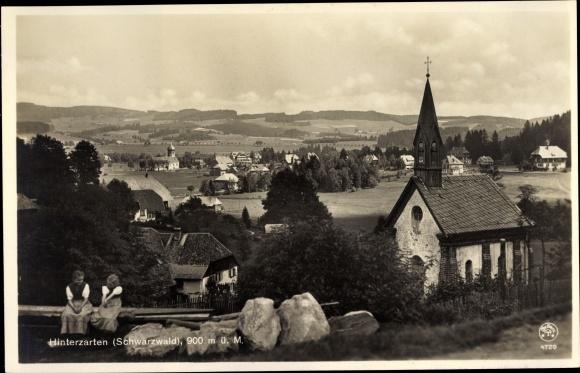 Ak Hinterzarten im Südschwarzwald, Kirche, Panorama vom Ort 0