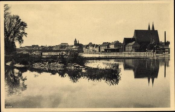 Ak Frankfurt an der Oder, Blick vom rechten Oderdamm, Wasserspiegelung 0