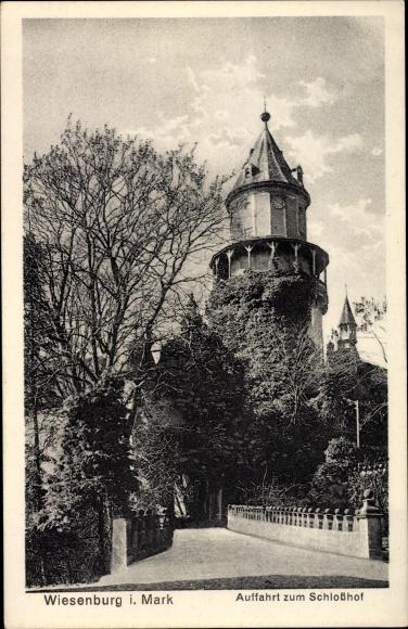 Ak Wiesenburg in der Mark, Auffahrt zum Schlosshof 0