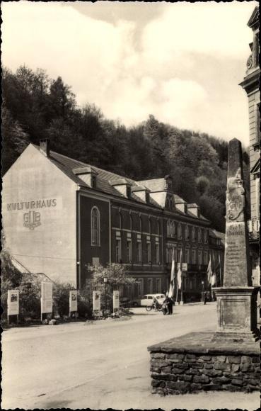 Ak Glashütte in Sachsen, Kulturhaus der Uhrenbetriebe, Denkmal 0