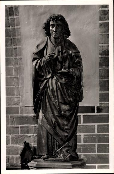 Ak Güstrow in Mecklenburg Vorpommern, Dom St. Maria, Apostelfigur von Claus Berg, Johannes
