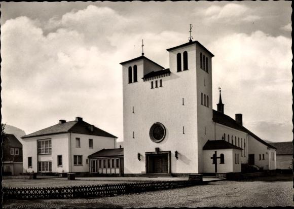 Ak Bad Berleburg in Westfalen, Liebfrauenkirche, Vorderansicht