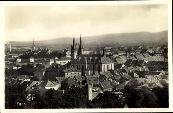 Ak Eger Reg. Karlsbad, Panorama vom Ort