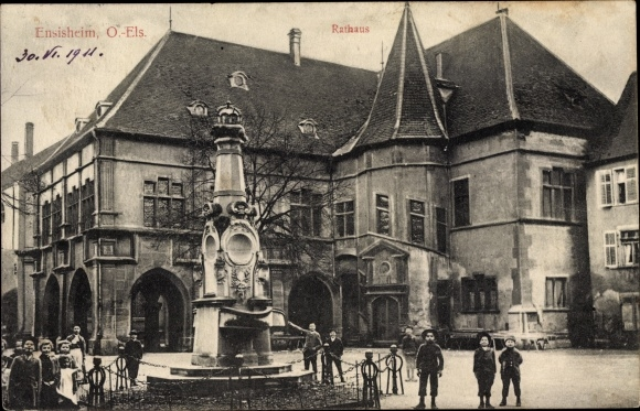 Ak Ensisheim Elsass Haut Rhin, Rathaus, Denkmal, Kinder, Straßenansicht 0