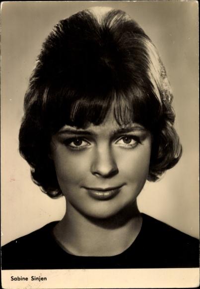 Ak Schauspielerin Sabine Sinjen, Portrait, Im 6. Stock 0