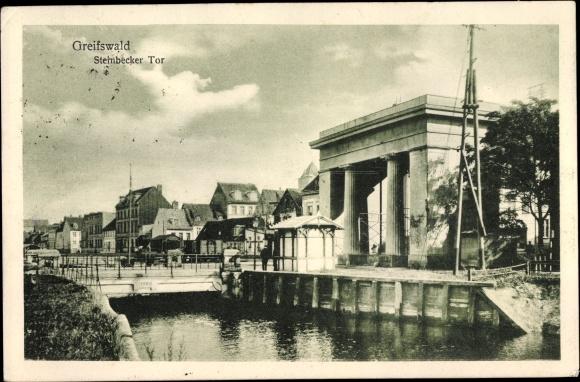 Ak Greifswald in Mecklenburg Vorpommern, Steinbecker Tor, Uferpartie, Brücke, Stadtbild 0