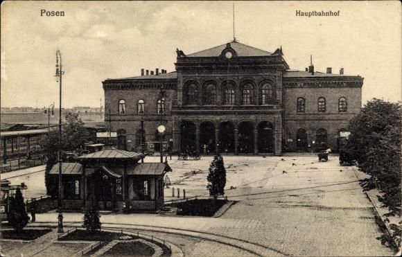 Ak Poznań Posen, Hauptbahnhof vom Vorplatz, Straßenbahn Haltestelle