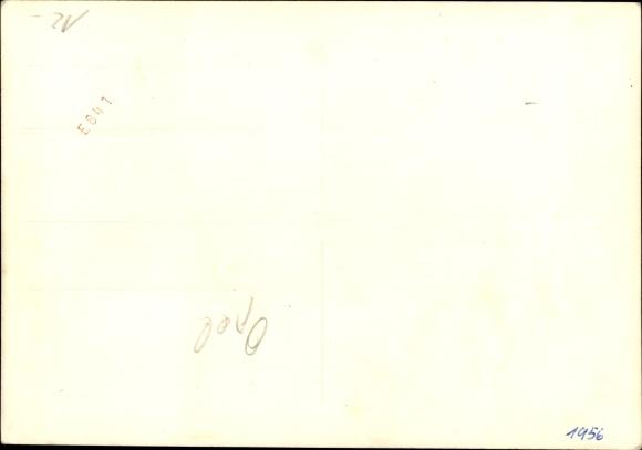 Foto Ak Mann vor einem Opel Kapitän, Mantel, Hut, Kennzeichen KB 098-815 1
