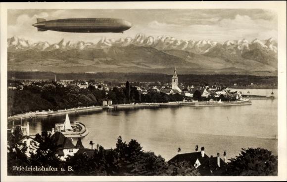 Ak Friedrichshafen am Bodensee, Totalansicht vom Ort, Zeppelin