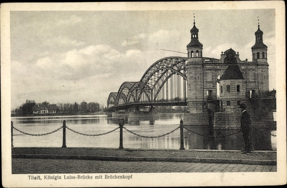 Ak Sowjetsk Tilsit Ostpreußen, Königin Luise Brücke mit Brückenkopf, Blick von der Promenade aus