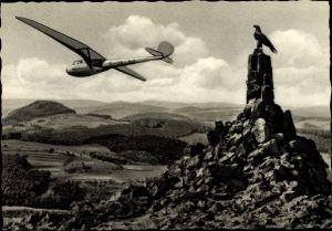 Ak Gersfeld in der Rhön in Hessen, Wasserkuppe, Fliegerdenkmal, Segelflugzeug D-12-345