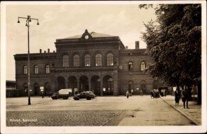 Ak Poznań Posen, Bahnhof, Straßenseite, Dworzec