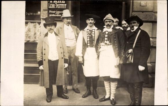 Foto Ak Hamburg, Festzug zur Jahrhundertfeier März 1913, Gruppe aus dem Festzug