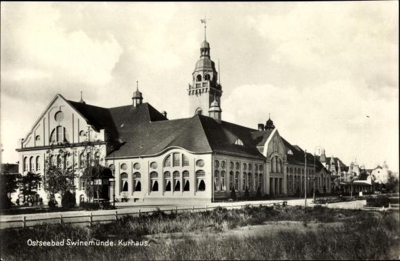 Ak Świnoujście Swinemünde Pommern, Kurhaus, Straßenansicht