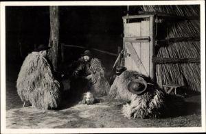 Ak Hortobagy Ungarn, Hirten abends vor der Hütte