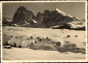 Ak Siusi allo Sciliar Seiss am Schlern Kastelruth Südtirol, Gruppo del Sassolungo, Dolomiten, Schnee