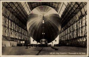 Ak LZ 127, Graf Zeppelin, Einbringen in die Halle
