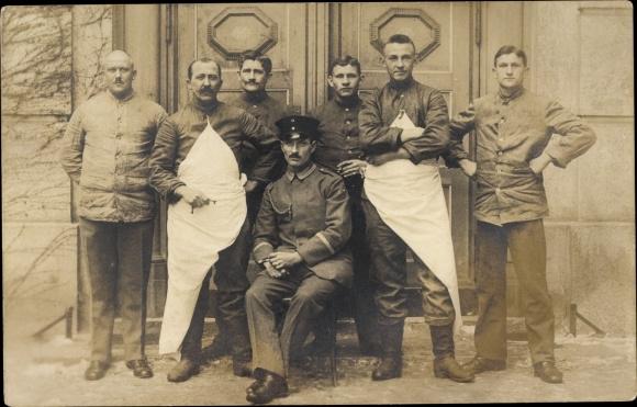 Foto Ak Deutsche Soldaten in Uniformen, Gruppenfoto, Schützenschnur