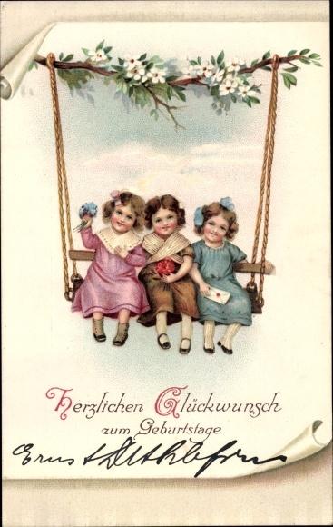Präge Litho Glückwunsch Geburtstag, Drei Mädchen auf einer Schaukel, Blüten