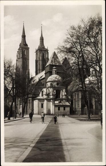 Ak Wrocław Breslau Schlesien, Straßenpartie mit Blick auf den Dom, Ostansicht