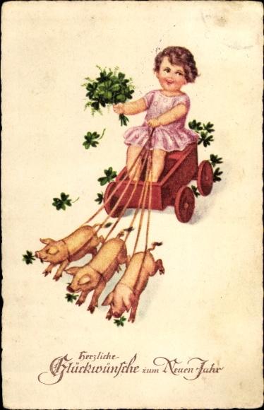 Ak Glückwunsch Neujahr, Drei Schweine ziehen einen Karren mit einem Mädchen, Kleeblätter