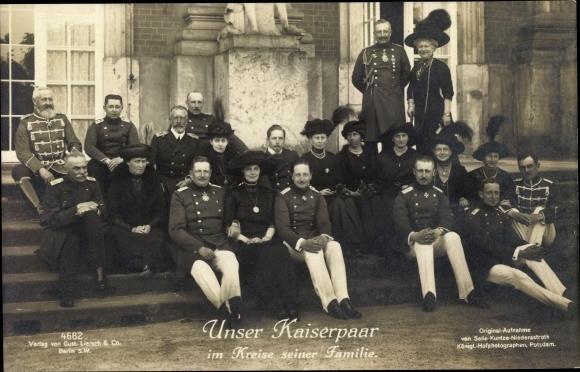 Ak Deutsches Kaiserpaar Im Kreise Seiner Familie Prinzen