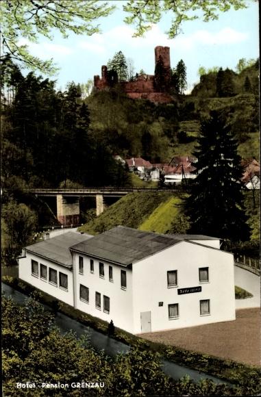 Ak Höhr Grenzhausen im Westerwaldkreis, Pension Grenzau, Außenansicht mit Burg, Bes. M. Gstettner