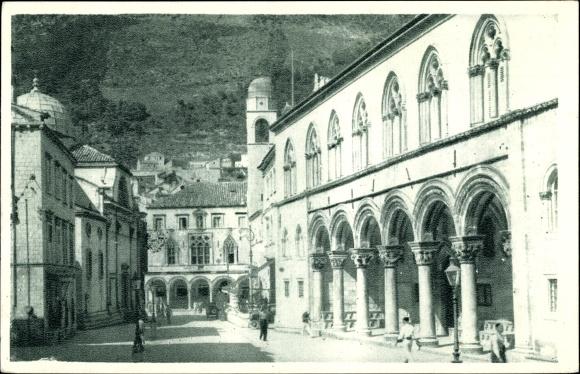 Ak Dubrovnik Kroatien, Partie auf einem Platz, Arkaden, Gebäude