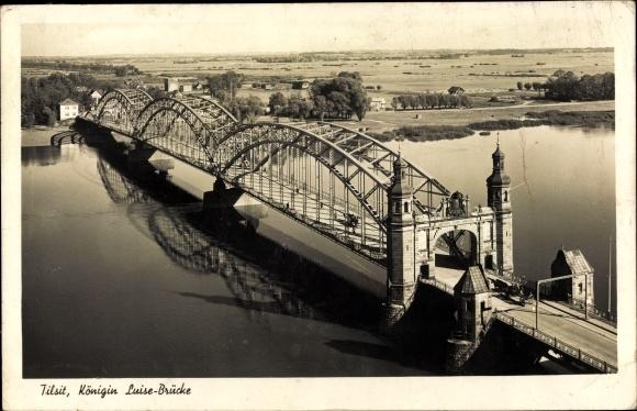 Ak Sowjetsk Tilsit Ostpreußen, Königin Luise Brücke, Vogelschau