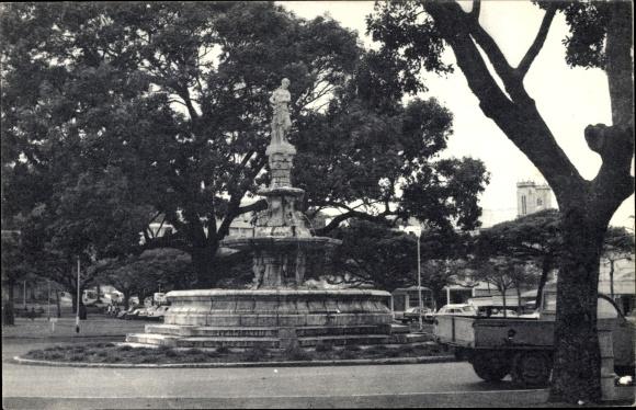 Ak Neukaledonien, la Fontaine Monumentale de la Place des Cocotiers