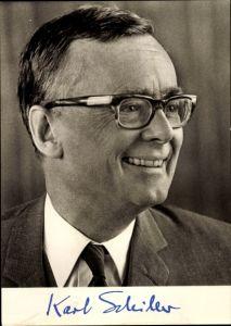 Ak Karl Schiller, Portrait, Bundesminister f. Wirtschaft, SPD Präsidium, aufgedruckte Unterschrift