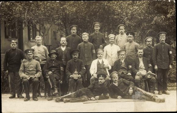 Foto Ak Kriegsgefangene Russen, Gruppenportrait, I. WK