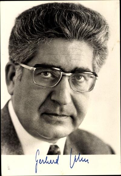 Ak Gerhard Jahn, Portrait, Bundesminister d. Justiz, aufgedruckte Unterschrift