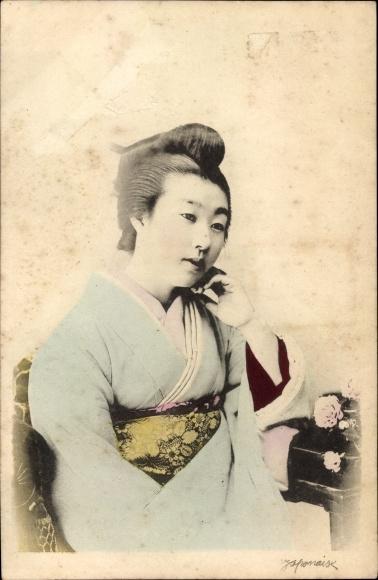 Ak Japan, Japanerin im Kimono, Sitzportrait, Geisha