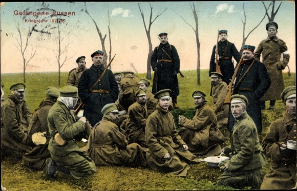 Ak Kriegsgefangene Russen, Kriegsjahr 1915, Gruppenportrait
