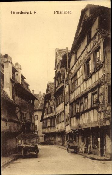 Ak Strasbourg Straßburg Elsass Bas Rhin, Pflanzbad, Straßenpartie mit Blick auf Fachwerkhäuser
