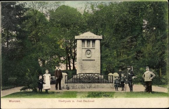 Ak Wurzen in Sachsen, Stadtpark, Juel Denkmal, Männer und Kinder