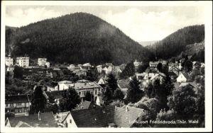 Ak Friedrichroda im Thüringer Wald, Teilansicht vom Ort, Hügellandschaft, Wald