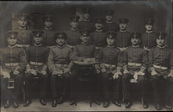 Foto Ak Deutsche Soldaten in Uniformen, Gruppenfoto, Schirmmützen