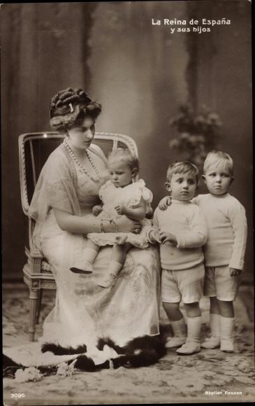 Ak La Riena de Espana y sus hijos, Victoria Eugénie von Battenberg, Königin von Spanien