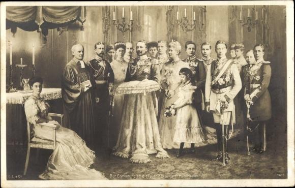 Ak Preußische Kaiserfamilie, Kaiser Wilhelm II, Taufe des jüngsten Hohenzollern 1906, Liersch 1410