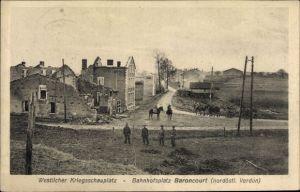 Ak Baroncourt Meuse, Bahnhofsplatz, Hausruinen, Soldaten