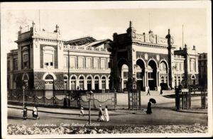 Ak Alexandria Ägypten, Cairo Railway Station, Bahnhof, Straßenseite