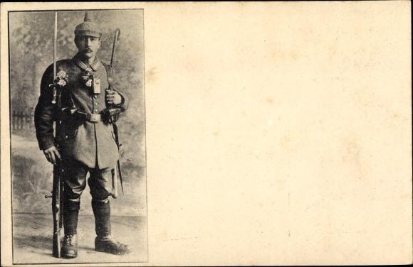 Foto Ak Deutscher Soldat in Uniform, Pickelhaube, Bajonett