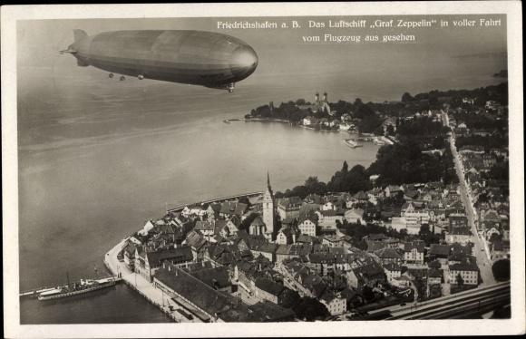 Ak Friedrichshafen am Bodensee, Teilansicht vom Ort mit Luftschiff Graf Zeppelin, Fliegeraufnahme