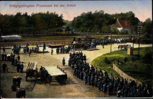 Ak Kriegsgefangene Franzosen bei der Arbeit, I. WK
